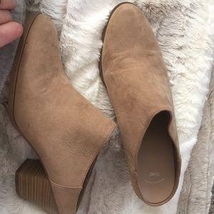GAP camel color, suede, slip on mules   / booties